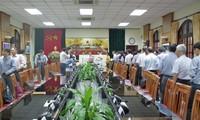 ชมรมชาวเวียดนามที่อาศัยในประเทศมาเลเซียและสาธารณรัฐเช็กมุ่งใจสู่ประชาชนในภาคกลาง
