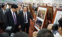 งานนิทรรศการภาพถ่ายและภาพยนตร์สารคดีเกี่ยวกับประชาคมอาเซียนในเวียดนาม