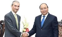นายกรัฐมนตรีเวียดนามให้การต้อนรับเอกอัครราชทูตโปรตุเกตและเซอร์เบีย