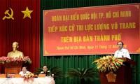 ประธานประเทศเวียดนามพบปะกับผู้มีสิทธิ์เลือกตั้งของกองกำลังติดอาวุธนครโฮจิมินห์