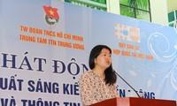 เวียดนามมอบเข็มที่ระลึกแก่รองหัวหน้าสำนักงานตัวแทนกองทุนประชากรของสหประชาชาติ