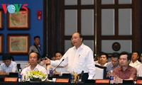 นายกรัฐมนตรีเหงวียนซวนฟุกประชุมกับนักลงทุนในอำเภอเกาะฟู้ก๊วก จังหวัดเกียนยาง