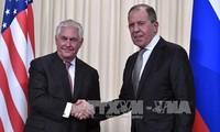 รัฐมนตรีต่างประเทศสหรัฐและรัสเซียเจรจาผ่านทางโทรศัพท์เกี่ยวกับความสัมพันธ์ทวิภาคีและปัญหาในโลก