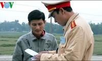 ฝึกอบรมภาษาอังกฤษให้แก่ตำรวจจราจรเพื่อบริการสัปดาห์ผู้นำเอเปก