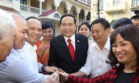 ประธานแนวร่วมปิตุภูมิเวียดนามพบปะกับผู้ประกอบการเวียดนามดีเด่น