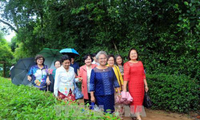 คณะอดีตครูอาจารย์เวียดนามที่อาศัยในประเทศไทยเยือนบ้านเกิดของประธานโฮจิมินห์