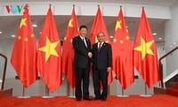นายกรัฐมนตรีเวียดนามพบปะกับเลขาธิการใหญ่พรรคและประธานประเทศจีน