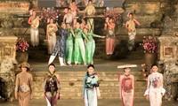 การเดินแบบชุดAo dai - งานเฟสตีวัลHuế 2012