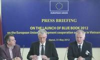 คณะกรรมการสหภาพยุโรปประจำเวียดนามเปิดตัวหนังสือปกเขียวอียู2012
