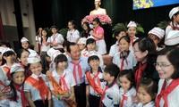 ผู้บริหารนครโฮจิมินห์พบปะกับเด็กๆในโอกาสปีใหม่