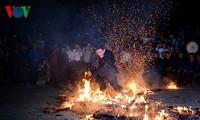 เทศกาลเต้นไฟขอพรปีใหม่ของชนเผ่าเย้าจังหวัดลาวกาย