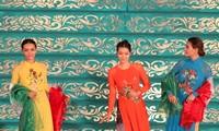 ขอชื่นชมชุดอ๊าวหย่าย ชุดประจำชาติเวียดนามว่าสวยงามมาก