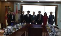 ผลักดันความร่วมมือระหว่างสถานีวิทยุเวียดนามกับกลุ่มบริษัทสื่อสาร KansaiTV ของญี่ปุ่น