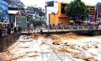นายกรัฐมนตรีส่งโทรเลขชี้นำให้จังหวัดและหน่วยงานต่างๆรับมือและแก้ไขผลเสียหายจากพายุน้ำท่วม
