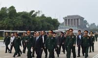 นายกรัฐมนตรี เหงวียนซวนฟุกพบปะกับคณะกรรมการบริหารสุสานประธานโฮจิมินห์