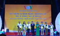 """รางวัล """"Tieng noi Viet Nam"""" ยกย่องผู้สื่อข่าวที่ทำงานด้านการกระจายเสียง"""