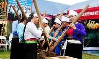 อำเภอ แทงเซิน จังหวัด ฟู้เถาะ ส่งเสริมการอนุรักษ์วัฒนธรรมพื้นเมืองชนเผ่าเหมื่องในโรงเรียน