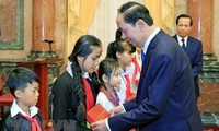 Tran Dai Quang 국가주석,  전국 빈곤 아동 대표들과 회견