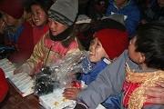 VOV5 Радио Голос Вьетнама вручил подарки жителям уезда Меовак северовьетнамской провинции Хазянг