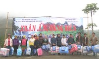 VOV5 вручил подарки представителям нацменьшинств в провинции Каобанг
