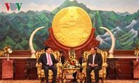 Вице-премьер Чинь Динь Зунг находится в Лаосе с визитом