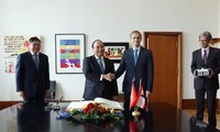 Премьер-министр Вьетнама встретился с бургомистром Берлина