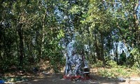 Старик-камень – священная скала народности Хани на границе страны