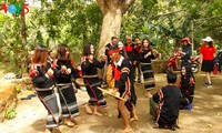 Young E-de ethnic people eager to preserve local culture
