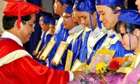 Danang University honors outstanding students