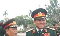 Vietnam, Laos strengthen military ties