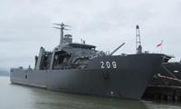 Singapore naval vessel visits Da Nang