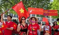 Overseas Vietnamese defend Vietnam's sovereignty