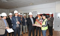 Deputy PM Hoang Trung Hai extends New Year wishes to miners, electricity workers