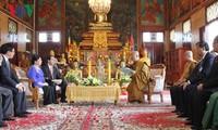 President Tran Dai Quang meets with Cambodia's Buddhist dignitaries