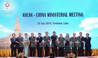 China, ASEAN pledge to resolve disputes through dialogues