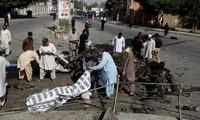Twin bombings in Pakistan kill 27