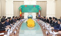 Party leader encourages cooperation between Vietnamese, Cambodian localities