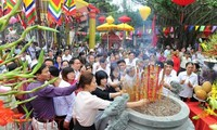 Tens of thousands pray for peace at Con Son-Kiep Bac Autumn Festival 2017