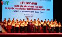 Vietnam homenajea a 100 personas ejemplares en la donación de sangre