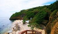 Visitan la pagoda de Hang en la isla de Ly Son