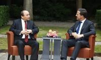 Premieres vietnamita y holandés sostienen conversaciones