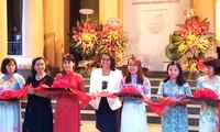 """Celebran en Vietnam la Exposición """"Porcelana contemporánea de Hungría"""""""