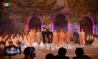 Presentan vestidos vietnamitas e instrumentos musicales en el Palacio de Bellas Artes de París