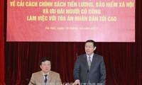 Vicepremier vietnamita trabaja con el Tribunal Popular Supremo en la reforma salarial