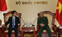 Funcionario militar de Vietnam recibe al asesor del primer ministro japonés