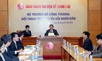 Handelsminister Vu Huy Hoang antwortet in Online-Gespräch