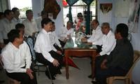 Premierminister Nguyen Tan Dung besucht die Fischer in Thua Thien Hue