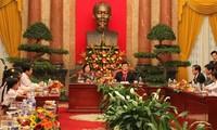 Staatspräsident Truong Tan Sang empfängt Kinder aus armen Verhältnissen