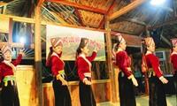 Folkloremusikgruppe der Volksgruppe Kho Mu