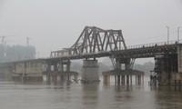 Long Bien-Brücke durch alte französische Dokumente